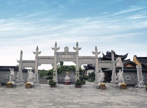 浙江宁海寺庙历史悠久,寺庙的整体布局建筑规划