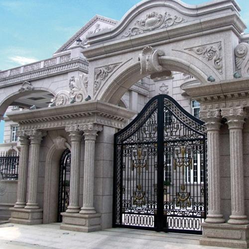 石材与石雕的结合,成为别墅石材装饰的一个常见工艺