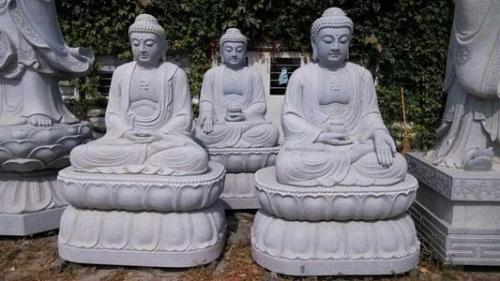 寺庙建筑雕刻里的三宝佛都是哪三尊佛?
